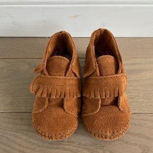 Minnetonka Baby Bootie Size 6 toddler